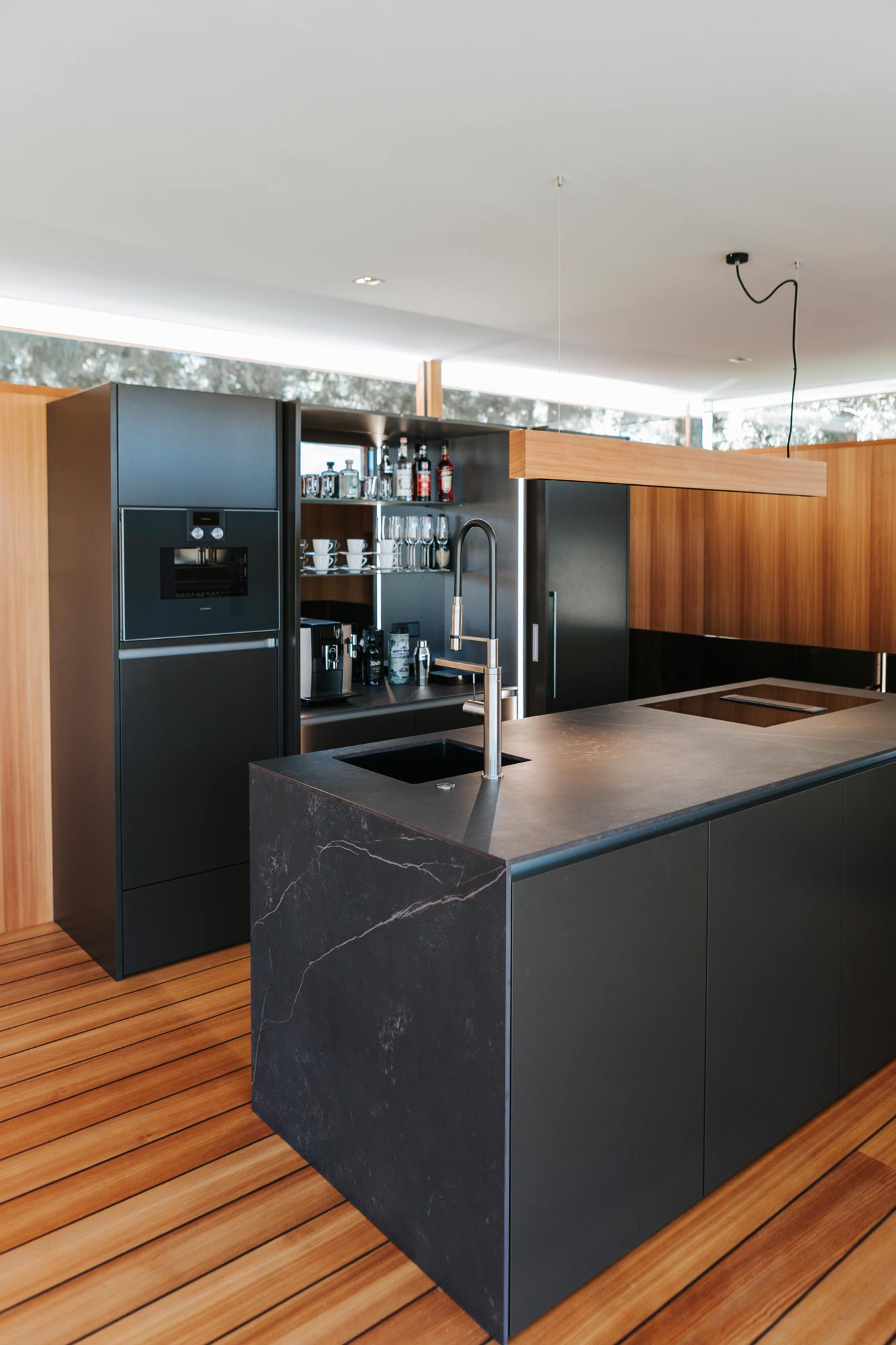Bootshaus Küche Bar offen von vorne
