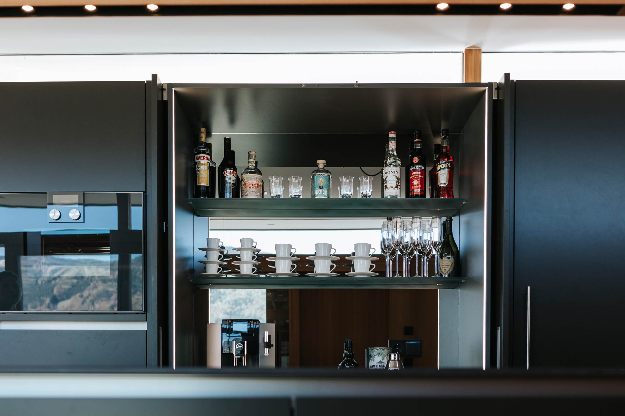 Bootshaus Küche Bar offen frontalansicht