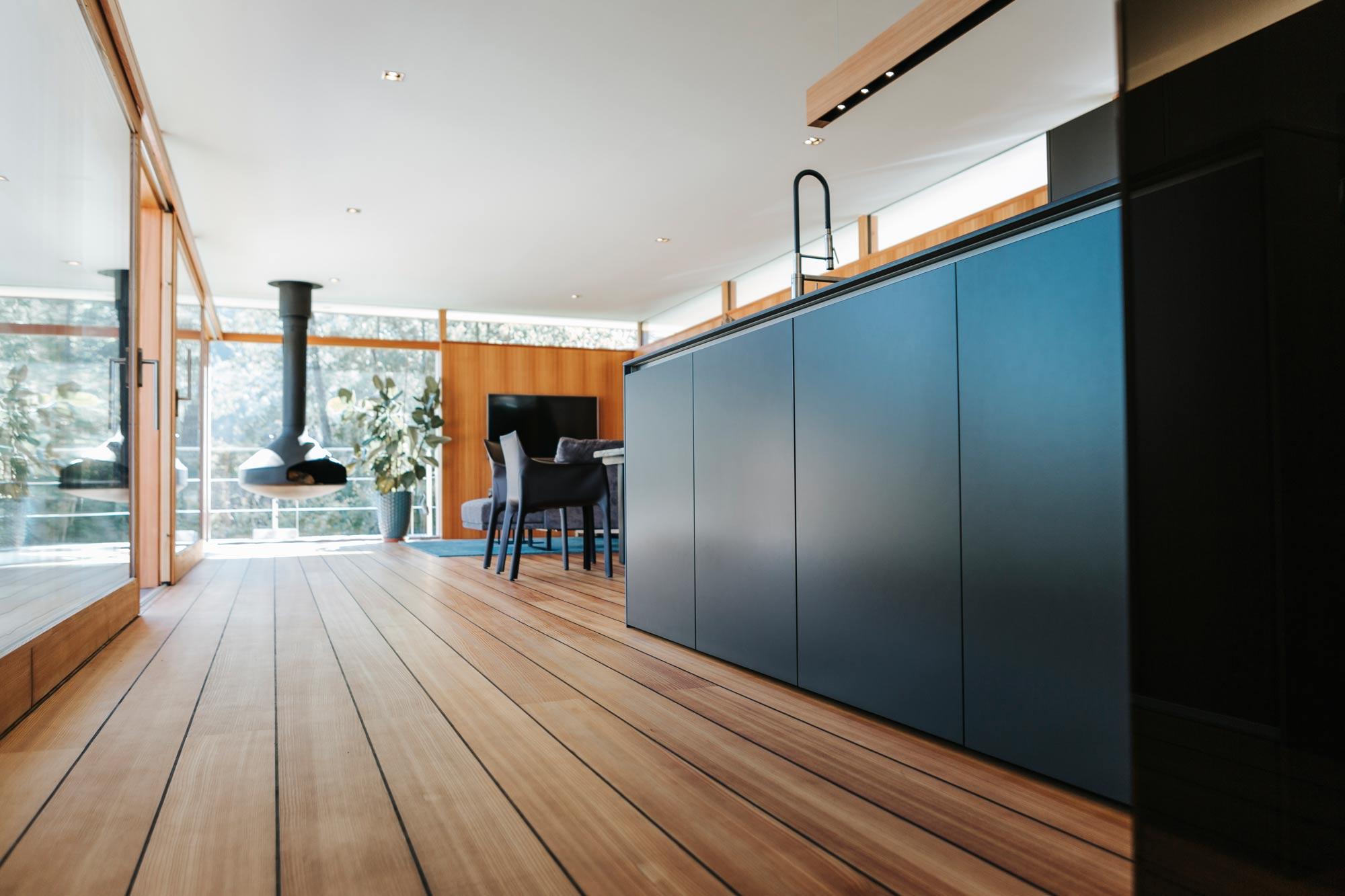 Bootshaus Küche Ansicht in Wohnraum