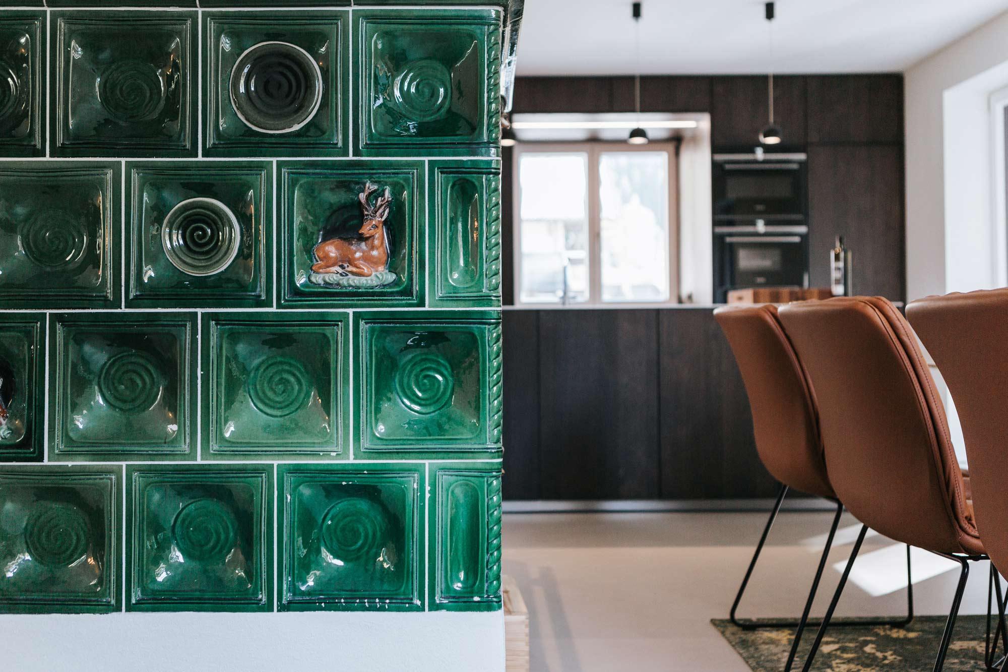 Essplatz Blick zur Küche mit Kamin