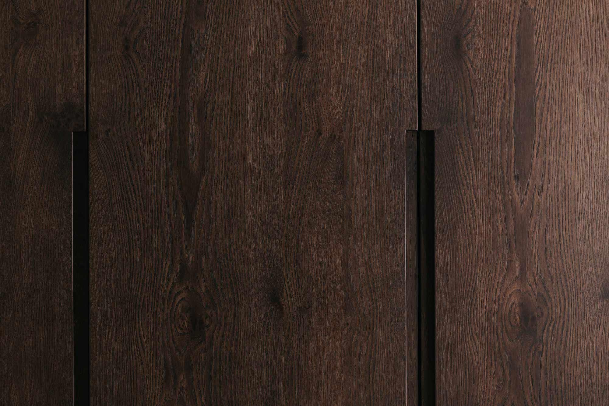 Wandverbau B Garderobe und Stauraum dunkle Eiche Detail
