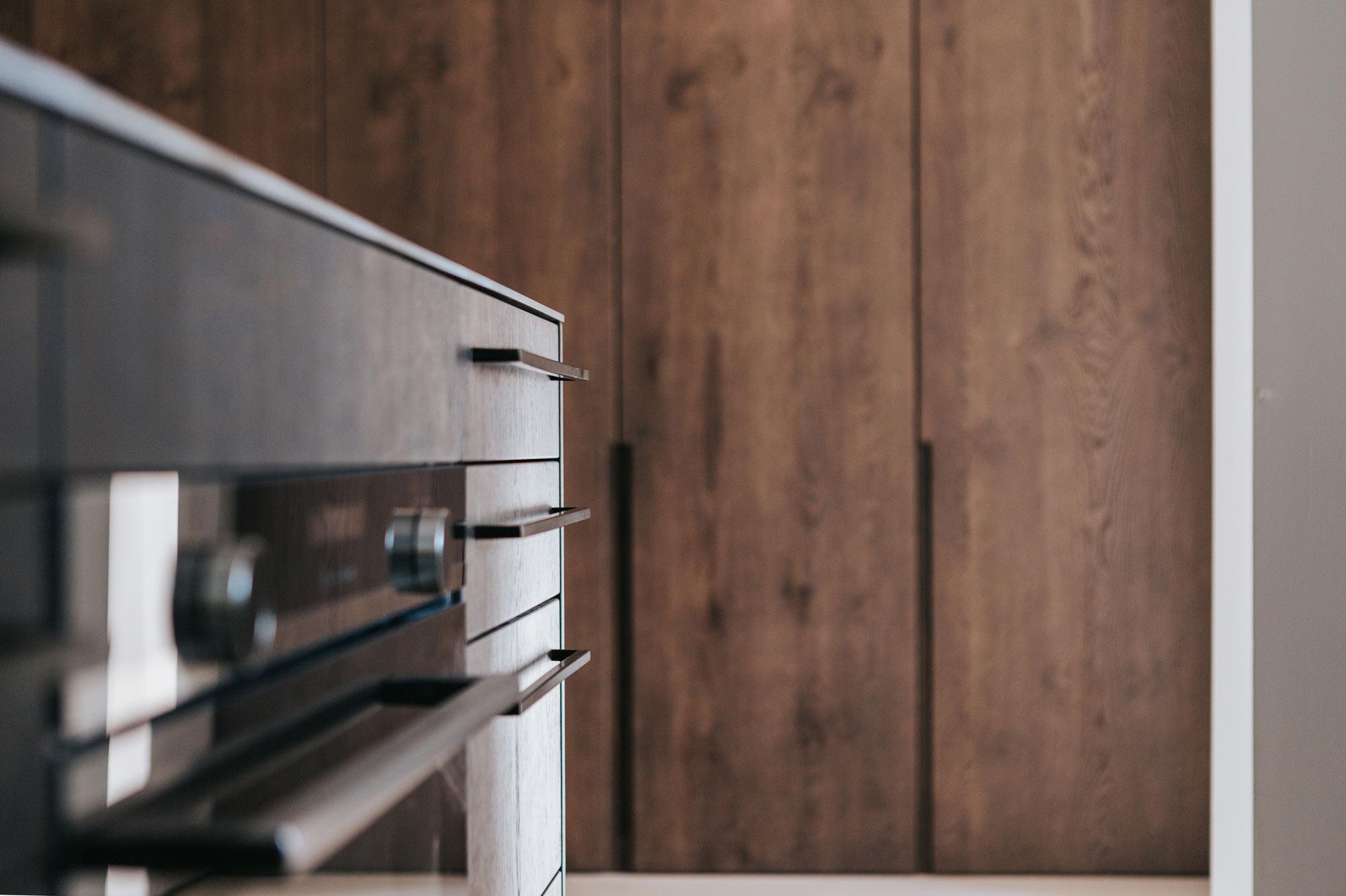 Norzküche, dunkle Eiche gebeitzt, Geräte