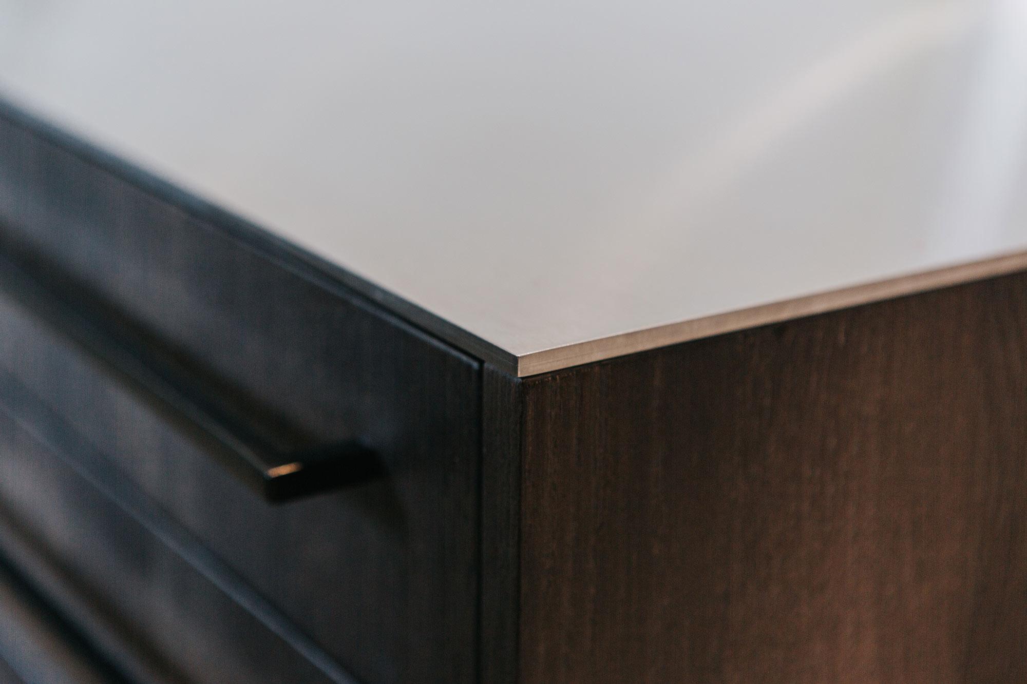 Norzküche, dunkle Eiche gebeitzt, Arbeitsfläche Edelstahl