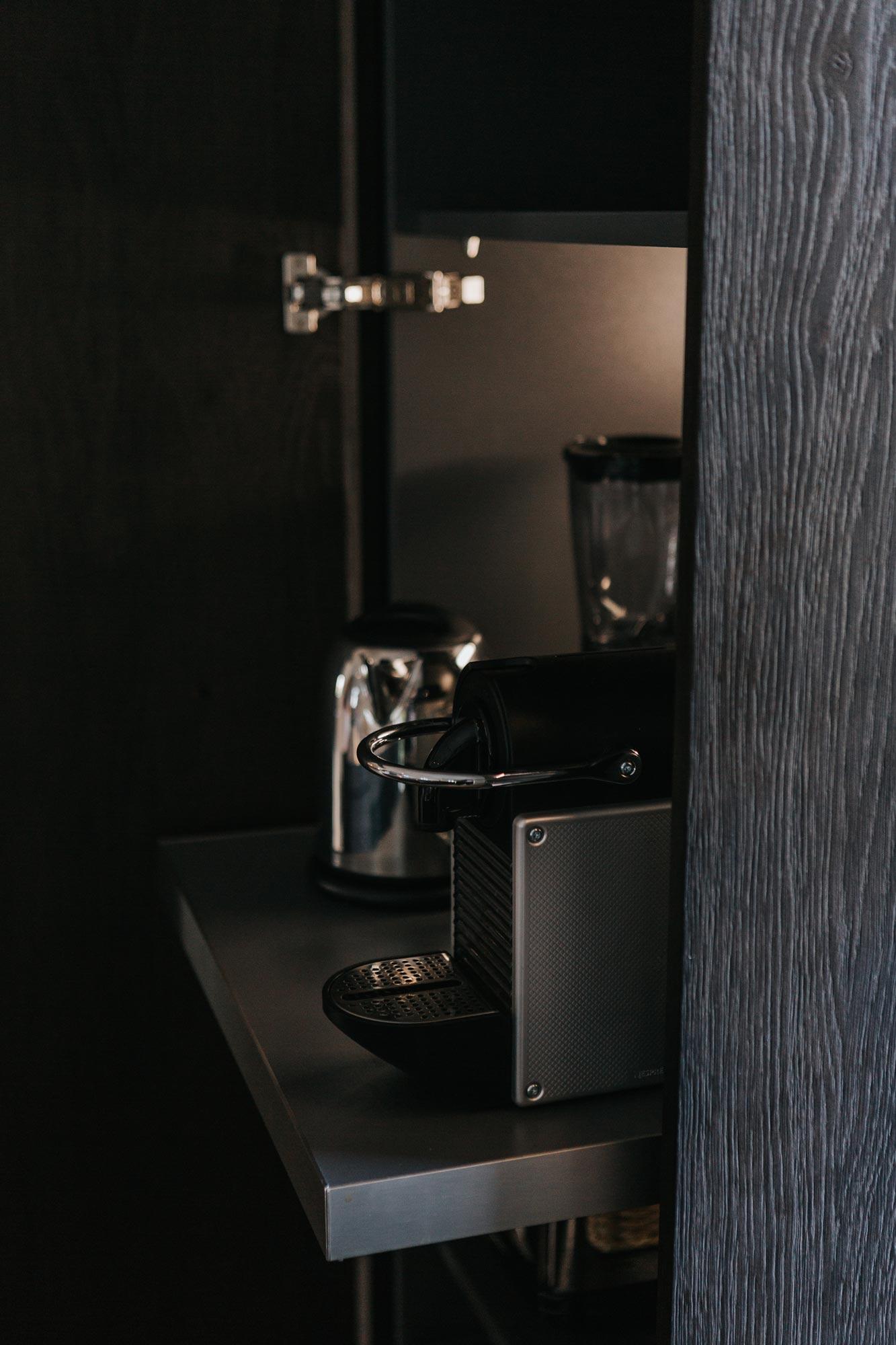 Norzküche, dunkle Eiche gebeitzt, Cafemaschine